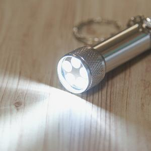 ダイソー 5LEDライト めっちゃ明るいです! キーホルダーに付けとくと便利!