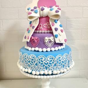 幸せとハートがいっぱいのケーキ♡
