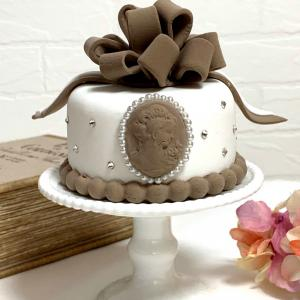クレイケーキ リボンのループがたっぷりなケーキレッスンのご案内です♡