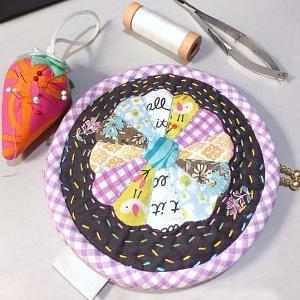 円形ポーチ仕上げ ☆ 刺繍枠のオーナメント