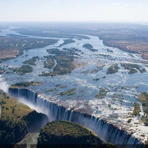 地球の割れ目!ジンバブエ/ザンビア!立ち上る水煙は20km先まで見える!