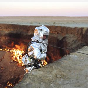 燃え続ける地獄の門!ダルヴァザ・クレーター!可燃性ガスで燃焼は止まらず40年!