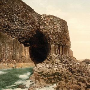 石柱の洞窟!フィンガルの洞窟!メンデルスゾーン・霊感でフィンガルの洞窟を作曲!