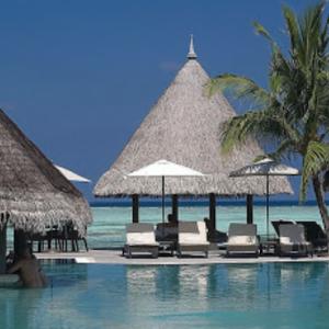 モルディブの水上コテージ!贅沢だけのホテルの様だが、目に見える部分は自然素材!