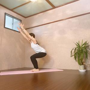 ウトゥカターサナは、このアームバランスの練習になる!