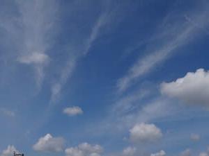 久しぶりの晴れ間・・・雲を眺めて~