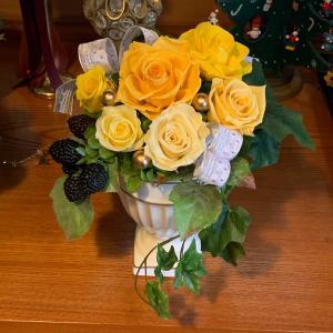 プリザレッスン…新築祝いにイエローの豪華なアレンジ