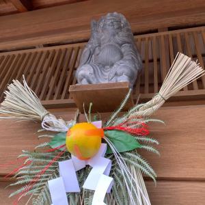 京都…お正月準備もそろそろ終わり、鍾馗さんの下におしめ縄