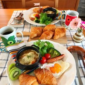 クロワッサンで休日の朝ごはん と 知育菓子?!