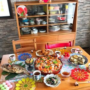 カラフルな器と ひなまつりパーティーの食卓 2021
