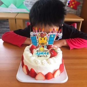 誕生日ケーキ と プレゼントにスゴイ本