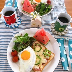 定番の休日朝ごはん と おばさん。