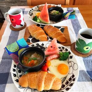 北欧食器でワンプレート朝ごはん と かぶとむし