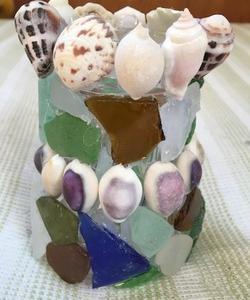 ビーチグラスと貝殻の花瓶