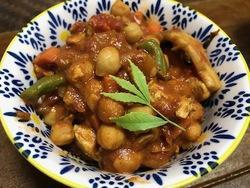カレーリーフで風味付け ヒヨコ豆のカレー