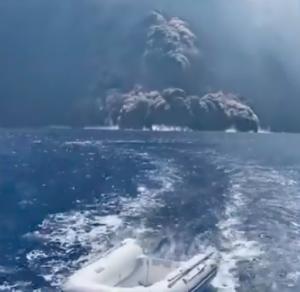 火砕流,海面を走る