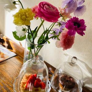 生徒さんから春の贈り物 梅シロップと花束