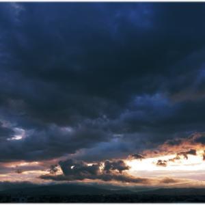 雨上がりの夕方の空