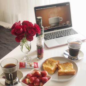 朝ごぱんㅤイチゴが食べたくて練乳を買ったんじゃない。練乳が食べたくてイチゴを買っ...