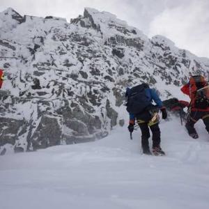 厳冬期登山においても、メモ帳とペンとカメラは必須アイテム。