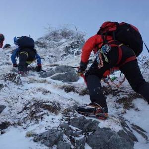 モンベル・ドライショルダーは雪山登山の写真撮影と相性バッチリ!