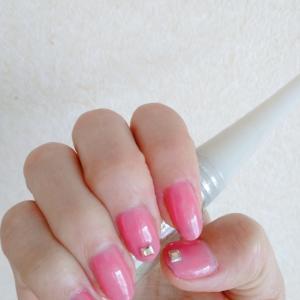 シンプルなピンクのワンカラーネイル