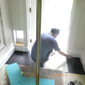 玄関のタイル敷き