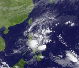 台風ラモン(26号)ルソン島に接近する