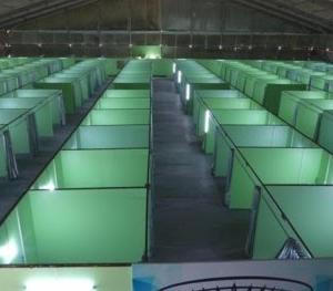 フィリピンの大規模隔離施設の写真 7割が満室 フィリピンの感染者数8万9千人を超える