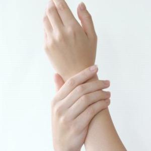 「お部屋美人」を目指す者は手荒れ対策も万全に!手袋2枚使いとハンドクリームがおすすめ!