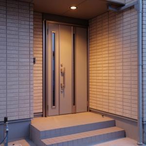 「時間がない時の大掃除」リスト1・玄関ドア&表札【忙しくても大丈夫!】