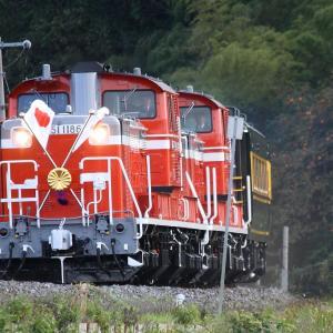 DD51 1186  菊花紋章と日章旗 お召列車