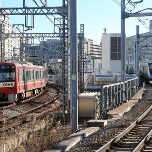 京急とJR京浜東北線 並走