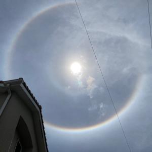 太陽に虹!ハロという現象に遭遇