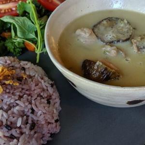 松本市「こーさんのうち」カンボジア料理や南国デザートに昇天必至!