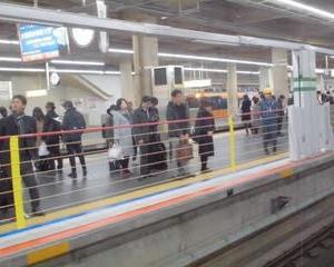 昇降ロープ式ホームドア  阿部野橋駅で運用開始!