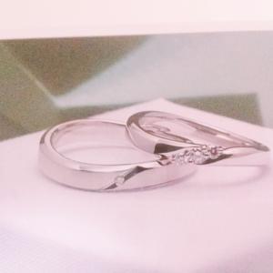 骨格ストレートの肉厚の手の食い込んで見えない結婚指輪の選び方