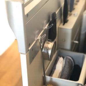 【100均フック】吊り下げ収納で空間活用◎キッチンのシンク下を改善しました。