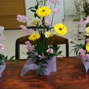 お花に囲まれて…。