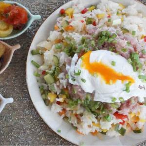 酢飯の最高峰 刻み野菜のネギトロ丼