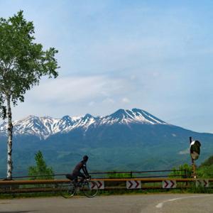 九蔵峠と木曽馬の里から御嶽山を望む
