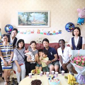 笑顔が素敵なママが、幸せな家族が作れる。幸せな様子がこれだ!