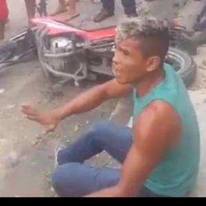 【私刑】捕まったバイク泥棒に怒りの蹴りが炸裂! inブラジル