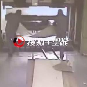 【死亡事故】プレス機で同僚にプレスされる男 in中国