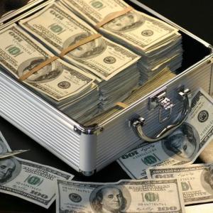 今年FXで大儲けしたらほしいものを真剣に考える無職。