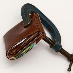 マイナス金利でメガバンクの手数料が高騰!ネット銀行を使って振込みとATMをタダにする方法とペイオフ対策