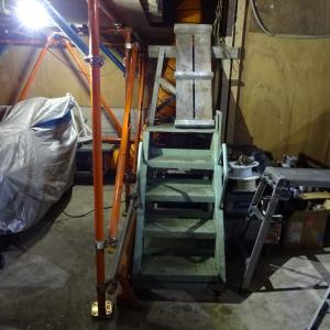 お風呂の折り戸パッキン交換と保管場所の鉄製階段設置