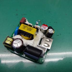 バイクにカバー掛けてからのUSB電源アダプターの分解