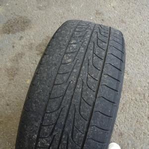 ひたすらタイヤを嵌め直してバランスを取り直す