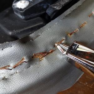 トレーラーのタイヤエアバルブの交換と4TECのシート表皮張り直し